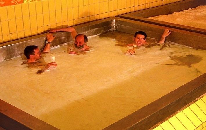 beer_swiming_pool.jpg