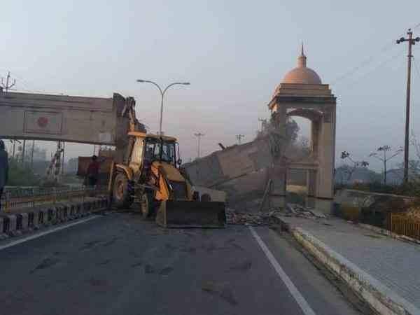 urdu_gate.jpg