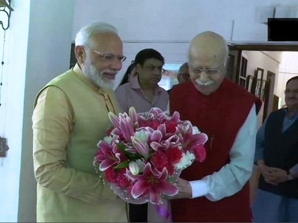 modi_advani_birthday.jpg